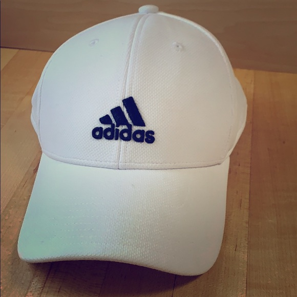 14cb9ce11 Fitted Adidas hat •UNISEX•